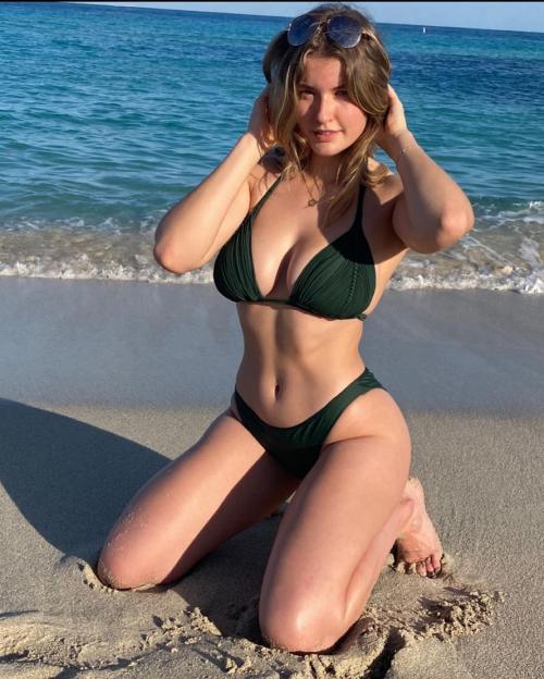 عکس های سکسی میا ملانو کنار ساحل
