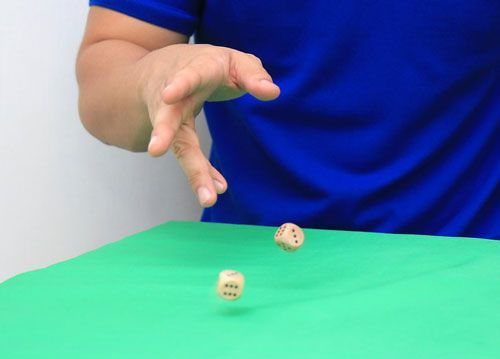 بازی خطر آموزش بازی تاس بسیار قدیمی انگلیسی