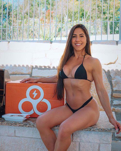 آنجلیکا تیکسیرا بهترین اندام در بخش خانمهای بیکینی المپیا
